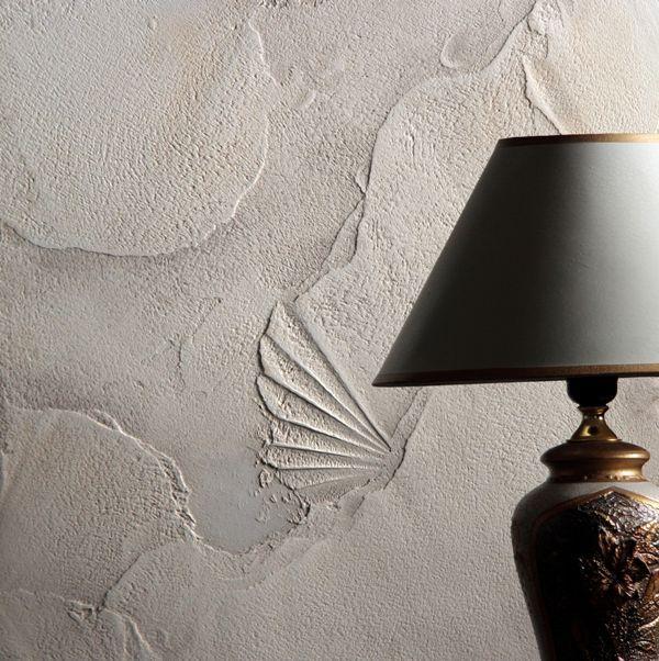 Красивый рельеф на стенах можно сделать из фактурной штукатурки