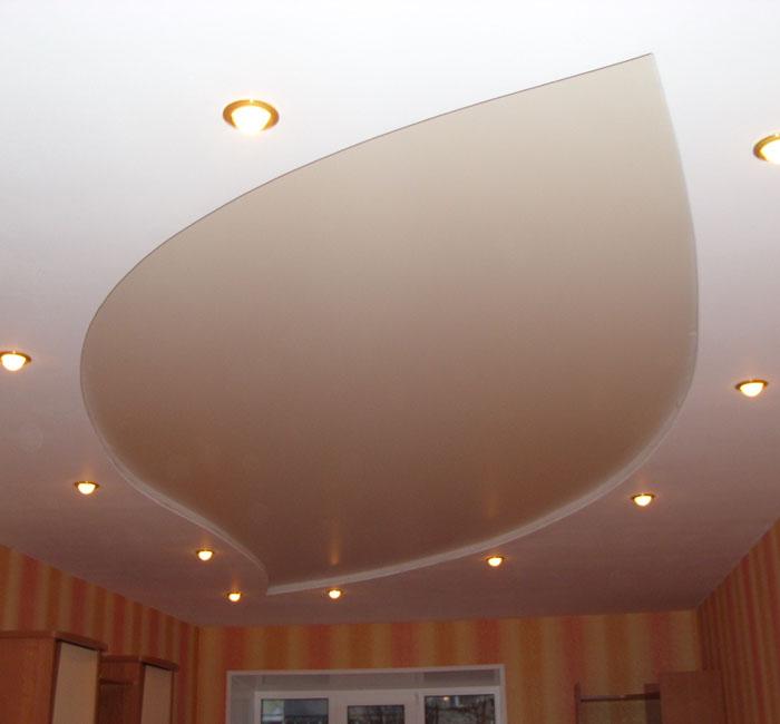 Как не испортить потолок при окрашивании?