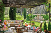 Уютная терраса незаменима для отдыха